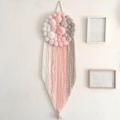 Diy Pom Pom Rug, Pom Pom Crafts, Yarn Crafts, Paper Crafts, Diy Crafts Hacks, Diy Crafts For Gifts, Diy Home Crafts, Diys, Diy Para A Casa