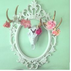 We are dying over this great photo shared by one of our clients Chintomby Chintomby Chintomby kops our faux deer skull is looking beautiful! Deer Horns, Deer Skulls, Cow Skull, Animal Skulls, Antlers, Deer Skull Decor, Bull Horns, European Mount, Antler Art