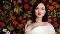 """Sophie Ellis-Bextor. Beautiful eye makeup, individual style and fail safe advice """"Black and gold a safe combination"""""""