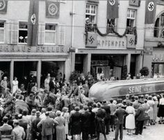Propaganda Festumzug im 3. Reich in Freiburg. Das Sturmbot hat am 17. Juni 1940 bei der Eroberung Frankreichs, die Seine überquert. https://www.facebook.com/HistorischesFreiburg/photos/a.285222514901738.62103.285201638237159/989976081093041/?type=3