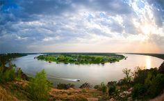 The 10 best Texas lakes to visit. The top places to swim, sail, ski or relax! Best Fishing Times, Granbury Texas, Texas Getaways, Fishing Maps, Hiking Spots, California Vacation, Vacation Deals, Texas Travel, Beach Town
