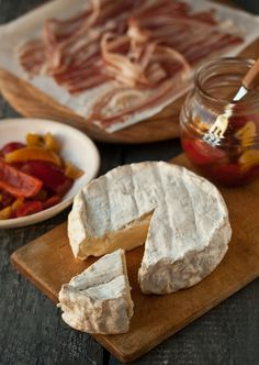 baked camembert dip with crispy bacon and peppers