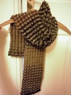 """Bracken"" Men's Scarf – free knitting pattern and colour change tutorial 