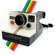 this is the orignal Polaroid OneStep White/Rainbow Camera. Retro photography at it's best. Vintage Polaroid, Vintage Cameras, Radios, Polaroid One Step, Foto Fun, Instant Film Camera, Sr1, White Rainbow, Fujifilm Instax Mini