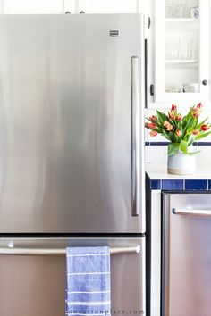 Easy refrigerator organization ideas that work for anyone! Suggestions for drawers, shelves, door, and container ideas. Refrigerator organization made easy! #standardrefrigerator #smallrefrigerator #refrigeratororganization