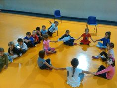 La Zolla | Impariamo le vocali durante l'ora di motoria Cooperative Learning, Milano, Montessori, Basketball Court, Dance, Activities, Children, School, Sports