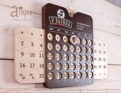 Мы сделали календарь, который вы давно ждали! Послушав отзывы и предложения мы модернизировали наш вечный календарь. Теперь на нём есть месяца, сменяющие друг друга лёгким движением, и кружок, отмечающий день. Intarsia Woodworking, Woodworking Joints, Antique Woodworking Tools, Router Woodworking, Popular Woodworking, Beginner Woodworking Projects, Easy Woodworking Projects, Woodworking Furniture, Woodworking Quotes