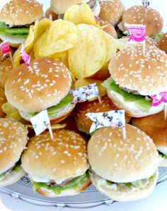 Catering We Love Parties. Mini hamburguesas con toppers nuestros.