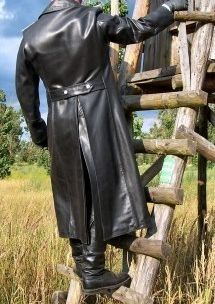 Leather Trench Coat, Leather Trousers, Men's Leather, Trench Coats, Leather Fashion, Leather Jacket, Ww2 Uniforms, Motorcycle Leather, Biker
