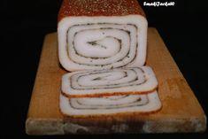 Domowy wyrób.Coś do chleba i talerza.: Rolowana słonina z przyprawami i ziołami robiona w prasce.