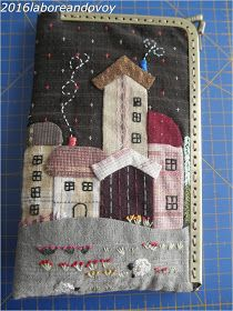 laboreandovoy: Tutorial funda con boquilla recta Applique Stitches, Applique Quilts, House Quilts, Fabric Houses, Japanese Patchwork, Fabric Cards, Frame Purse, Patch Aplique, Free Motion Embroidery