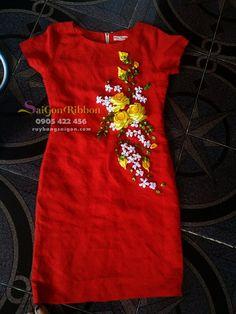 nhận thêu ruy băng số lượng lớn , thêu ruy băng trên trang phục, thêu ruy băng trên váy, thêu ruy băng trên đầm, thêu ruy băng trên túi xách...LH : 0905422456 Shirt Embroidery, Silk Ribbon Embroidery, Embroidery Patterns, Kamiz Design, Ribbon Art, Sewing Art, Ribbon Design, Embellished Dress, Blouse Designs