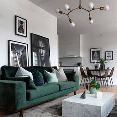 Modernes Wohnzimmer - New Ideas room Modern Living room Neutral and classic living room with a green sofa to add decor style room decor Scandi Living Room, Classic Living Room, Living Room Green, Cozy Living Rooms, Living Room Interior, Apartment Living, Home And Living, Scandinavian Living Rooms, Green Living Room Furniture