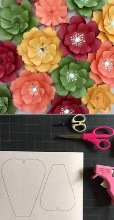 Paper Flower Patterns, Paper Flower Decor, Paper Flower Tutorial, Giant Paper Flowers, Paper Roses, Felt Flowers, Flower Crafts, Fabric Flowers, Flower Template