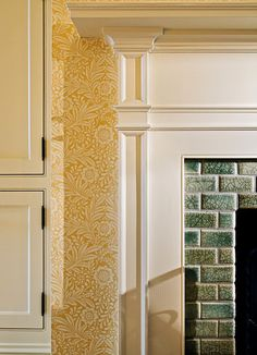 Yellow wallpaper bedroom leading to en suite William Morris Tapet, William Morris Wallpaper, Morris Wallpapers, Hall Wallpaper, Bathroom Wallpaper, Wallpaper Jungle, Amazing Wallpaper, Wallpaper Samples, Wallpaper Ideas