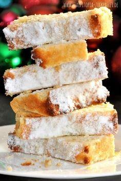 Low Carb Backen zu Weihnachten: Dieser Low Carb Mandelstollen mit Marzipan wird dich begeistern. Er ist schnell zubereitet, glutenfrei und kommt natürlich ohne Zucker aus! Probier das Low Carb Stollen Rezept mit Marzipan ohne Zucker und Mandeln am besten direkt aus! #lowcarb #weihnachtsbäckerei #stollen #marzipan #weihnachten #lchf #lowcarbbacken #backenohnezucker #ohnemehl #glutenfrei #ohnezucker #zuckerfrei