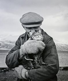 Ismo Hölttö, Finnish documentary maker, lover of big mittens and cat lover.