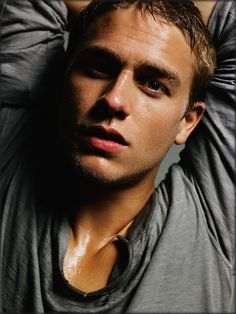 Charlie Hunnam aka Jax Teller from Sons of Anarchy - soo damn sexy. Sons Of Anarchy, Drag Music, Look At You, How To Look Better, Pretty People, Beautiful People, Beautiful Ladies, Beautiful Things, Charlie Hunnam Soa
