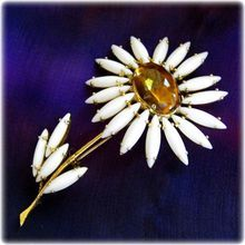 Schreiner White Flower Pin