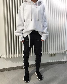 """829 Likes, 6 Comments - Frieder39 (@frieder39) on Instagram: """"⚠️NEW OFFWHITE IN STORE!⚠️ Whole outfit @off____white !! available in Store #offwhite #frieder35…"""""""