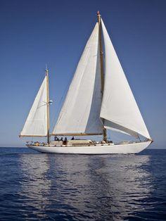 Tortuga lll - Sangermani Classic Sailing, Classic Yachts, Sailing Yachts, Sailing Ships, Beautiful Norway, Wood Boats, Sailboats, Old School, Ocean