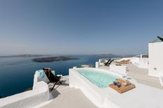 Not sure, where to stay in Santorini? Check these 10 stunning hotels and find the best place to stay in Santorini for your romantic getaway! Imerovigli Santorini, Santorini Hotels, Santorini Greece, Santorini House, Corfu Greece, Athens Greece, Dana Villas, Luxury Swimming Pools, Honeymoon Suite