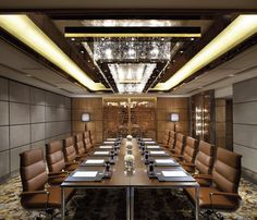 A very posh meeting room that could be used a blueprint for a more of a boardroom design. The Ritz-Carlton, Hong Kong - Emerald meeting room Office Space Design, Office Interior Design, Office Interiors, Home Interior, Corporate Interiors, Hotel Meeting, Office Meeting, Meeting Rooms, Meeting Table