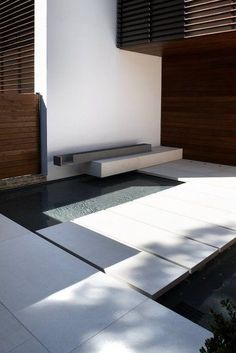 elegance in a small space Modern Contemporary Homes, Contemporary Garden, Home Design Decor, House Design, Landscape Design, Garden Design, Modern Fountain, Modern Landscaping, Architecture Details