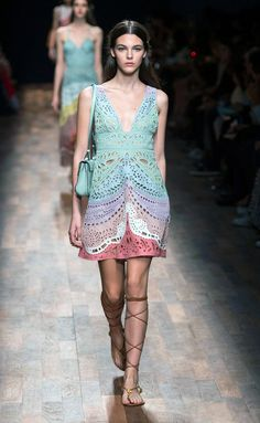 Valentino - PFW Spring/Summer 2015 - www.so-sophisticated.com
