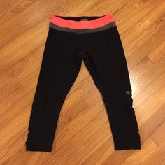 MPG Capris with Rouches on Sides Black capris with beautiful side detailing by calves. In EUC Mpg Pants Capris