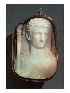 Agate Cameo, bearing the portrait of Emperor Claudius (10BC-54AD), in high relief (agate), Roman / Kunsthistorisches Museum, Vienna, Austria / The Bridgeman Art Library