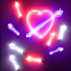Sretsis neon heart and arrows