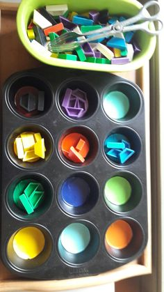 Theme Colors 1 learning trays or action trays win .- Thema Farben 1 Lerntabletts oder Aktionstabletts gewinnen in der Krippe und… Theme Colors 1 Learning trays or action trays are gaining in popularity in the crèche and kindergarten. Kindergarten Activities, Preschool Activities, Kindergarten Architecture, Alpha Bet, Kindergarten Portfolio, Teaching Style, Free Preschool, Curriculum, Homeschool