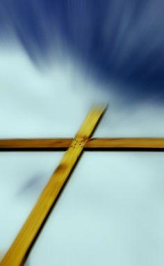 你要盡心、盡性、盡力、盡意愛主你的神,又要愛鄰舍如同自己。(路加福音 10:27)'You must love the Lord your God with all your heart, all your soul, all your strength, and all your mind.' And, 'Love your neighbor as yourself.' (Luke 10:27)