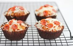 pizza cupcakes - savory pizza muffins interesting recipes-food-sweets-and-treats Pizza Cupcakes, Cupcake Cakes, Pizza Muffins, Cup Cakes, Cupcake Frosting, I Love Food, Good Food, Yummy Food, Fun Food