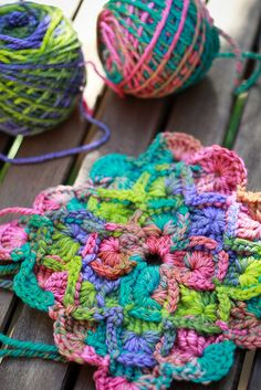 Just example of using 2 different multi-colored yarn in a granny square Crochet Eyes, Knit Or Crochet, Crochet Motif, Crochet Crafts, Yarn Crafts, Crochet Flowers, Crochet Projects, Crochet Home, Crochet Granny