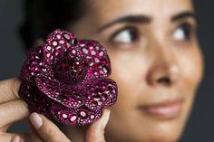 8fb52abcd26 Leilão de joias de bilionária brasileira arrecada R  74 milhões para  caridade. Brazilian billionaire Lily Safra ...