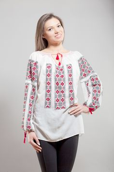 Ie romaneasca - Chic Roumaine Traditional Outfits, Tunic Tops, Costume, Chic, Pretty, How To Make, Shirts, Red Black, Beautiful
