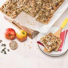 Steirischer Apfel-Butterkuchen » Kochrezepte von Kochen & Küche Dairy, Bread, Cheese, Food, Kochen, Apple Crumble Recipe, Almonds, Play Dough, Oven