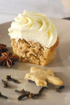 Spekulatius-Cupcakes mit weißer Schoko-Buttercreme (Baking Sweet Buttercream Frosting)