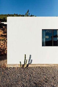 The Ibiza Campo Loft Architects: The Nieuw, ibiza interiors Location: San Juan Bautista, Ibiza, Spain Photography: On a hazy morning Architectural Design Studio, Architecture Design, Abandoned Warehouse, Desert Design, Open Space Living, Urban Loft, Built In Bench, Steel Beams, Make Way