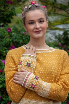 Sun in Setesdal Fair Isle Knitting Patterns, Knitting Machine Patterns, Norwegian Knitting, Warm Outfits, Boho Look, Sustainable Clothing, Handmade Clothes, Cardigans For Women, Look Fashion