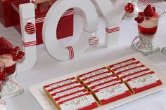 Red and white Christmas dessert table by Events by Nat (via Home Made Parties) White Christmas Desserts, Christmas Party Table, Candy Land Christmas, All Things Christmas, Christmas Holidays, Christmas Ideas, Christmas Decor, Pre Christmas, Christmas Coffee