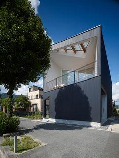 ミニマルデザイン  http://www.naoko-horibe.com/index.html  A Residence with an Ingenious Architecture: Airhole House in Japan