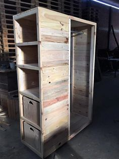 Now let's check out the side portions of the wood pallet closet/wardrobe! This image will make you show out the best appearance of the side view where you will encounter the taste of shelves on top level and the bottom side has been set with the drawers division.