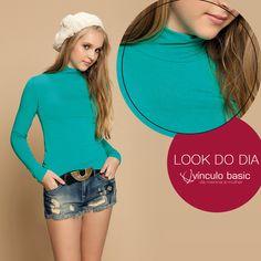 Básica e quentinha: com esta blusa com gola rolê da linha Basic's, disponível em várias cores, você traz vivacidade ao look de inverno e pode deixar a produção mais divertida com acessórios fofos, como o gorro!