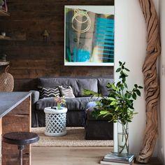 Grau Wohnzimmer mit Holzverkleidung