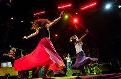 Ταραντέλες από τις δύο χορεύτριες των «Encardia» με την αέρινη κίνηση -Φωτ.: ΟΡΕΣΤΗΣ ΣΕΦΕΡΟΓΛΟΥ