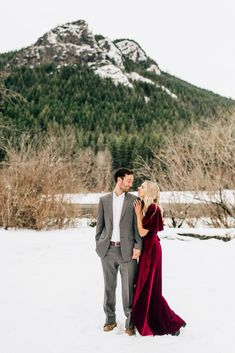 Holiday Engagement Session in the Snow - Jenna Bechtholt Photography Engagement Photo Dress, Winter Engagement Photos, Engagement Outfits, Engagement Photo Inspiration, Engagement Pictures, Engagement Shoots, Picture Outfits, Picture Ideas, Photo Ideas