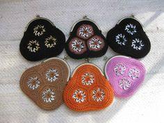 Juomatölkkien klipsuista tehtyjä pussukoita Pop Top Crochet, Crochet Fabric, Free Crochet, Crochet Patterns, Can Tab Crafts, Diy And Crafts, Pop Tab Purse, Pop Can Tabs, Plastic Bottle Crafts
